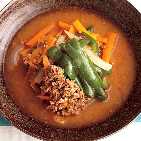 彩り野菜と牛肉のピリ辛みそスープ