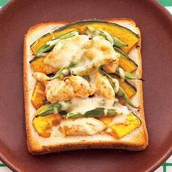 ささ身とかぼちゃのみそチーズトースト