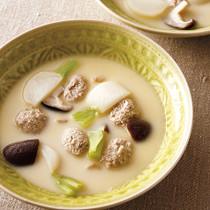 とりだんごとかぶの豆乳スープ煮