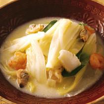 白菜と魚介の豆乳煮
