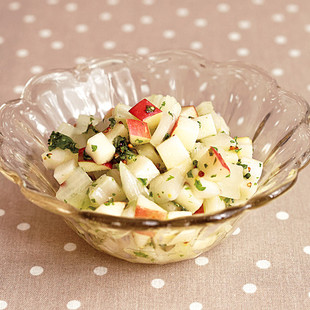 白菜の軸とりんごのサラダ