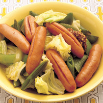 ソーセージと春野菜のワイン蒸し
