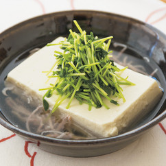 豆苗とまるごと豆腐のスープ