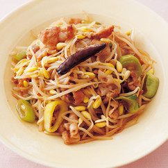 豆もやしと豚バラのピリ辛炒め