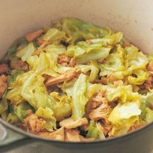 キャベツとツナ缶の煮物