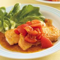 鮭のピカタ トマトみそだれ