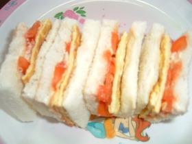 たまごやきとトマトのサンドイッチ