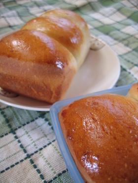 パネトーネマザーで ミニチーズ食パン