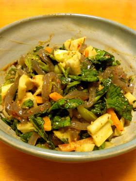 坦々サラダ(蒟蒻、ほうれん草、蓮根、人参