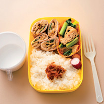 豚肉のきんぴら巻き+小松菜のさっと煮弁当