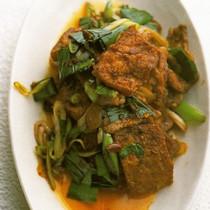 揚げ豆腐と豚肉と葉にんにくの辛み炒め