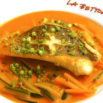 魚のグリル、トマトのソース