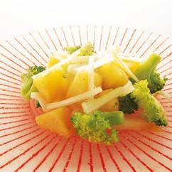 新ジャガイモとブロッコリーの温かいサラダ