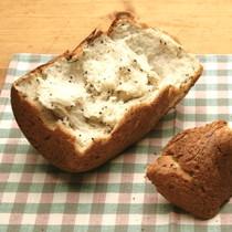 黒ゴマとピーナッツクリームパン