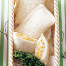 カレーマヨ卵のパックサンド