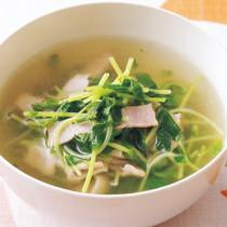 豆苗とベーコンのコンソメスープ