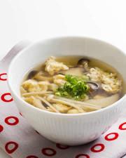 たっぷりきのことふわふわ卵の白だしスープの写真
