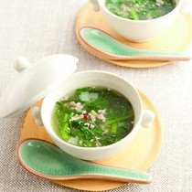 春菊と鶏ひき肉のスープ
