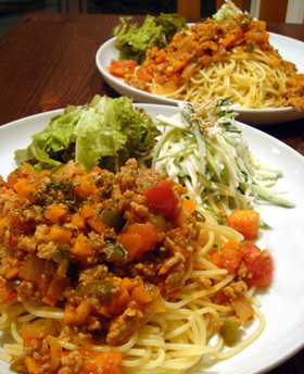 野菜たっぷり超簡単ぴり辛ミートソース!