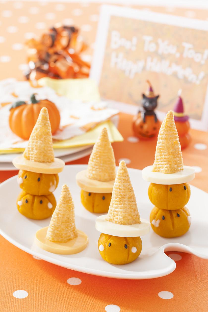 かぼちゃにとんがりコーン帽子