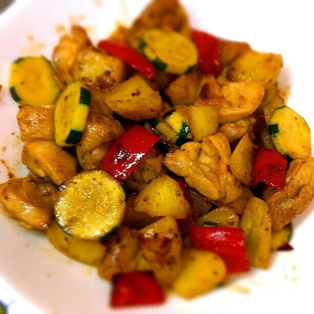 簡単♪鶏とズッキーニとジャガイモの炒め物