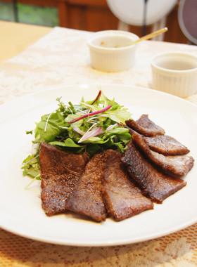 近江牛焼き肉の香草添え
