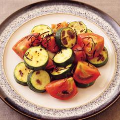トマトとズッキーニの塩昆布サラダ