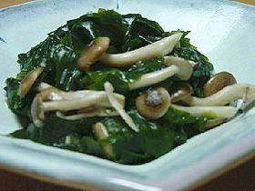究極のダイエット料理☆ワカメとキノコのアンチョビ炒め