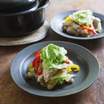 煮豆と鶏むね肉の温サラダ