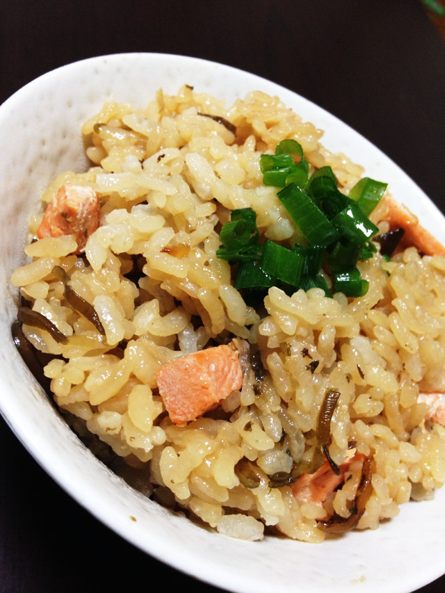 秋鮭☆秋鮭と塩こんぶの炊き込みご飯