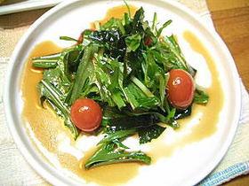 簡単ドレッシングで水菜とワカメのサラダ