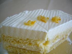 初夏にさっぱりと♪レモンムースのケーキ