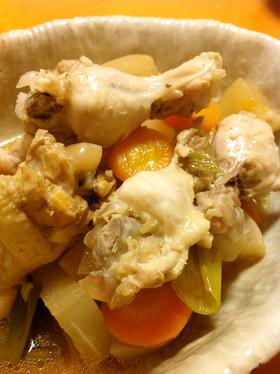 ほろほろ 骨付き鶏肉と大根、人参のお酢煮