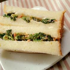 小松菜と鮭フレークのサンドイッチ
