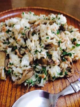 舞茸と挽肉、ブロッコリースプラウトの炒飯