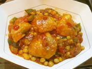 鶏のソテーとひよこ豆のトマトソース煮込みの写真
