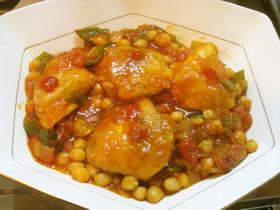 鶏のソテーとひよこ豆のトマトソース煮込み