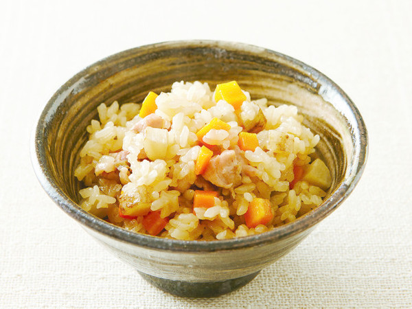 鶏肉とごぼう、にんじんの炊き込みご飯
