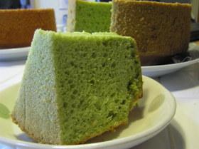 大麦若葉で 新緑色の シフォンケーキ♪