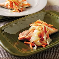 鮭のソテーたっぷり野菜のソース添え