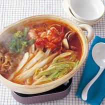 白菜と魚介のトマト鍋