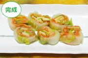 白菜とスモークサーモンの巻き漬けの写真