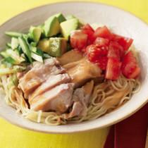 蒸し鶏とアボカドのごま風味冷やし中華