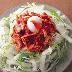 ピーラー大根とピリ辛蒸し鶏のサラダ