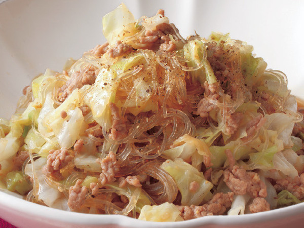キャベツと豚ひきのオイスターソース煮込み