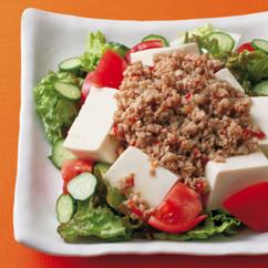 エスニックひき肉ソースの豆腐サラダ