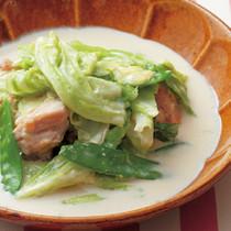 キャベツと鶏ももの豆乳スープ煮