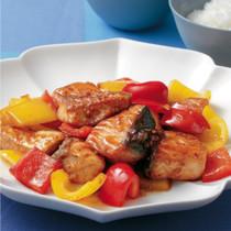 焼き鮭とパプリカのピリ辛オイスターソース炒め