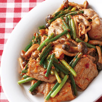 豚肉とにんにくの茎のピリ辛マヨ炒め