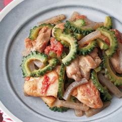 鶏肉とゴーヤーの梅肉炒め